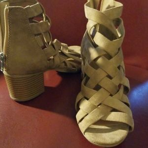Ladies Tan suede shoes NEW
